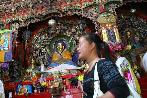 下午5点到达塔尔寺,塔尔寺是班禅行宫所在地,是后藏的中心地,前藏的